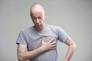 Osm příčin bolesti na hrudi, které nemusí být infarkt