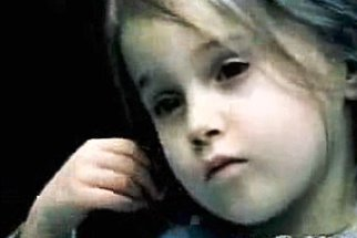 Dívka už třikrát překonala rakovinu. Jaké jsou příznaky leukémie?