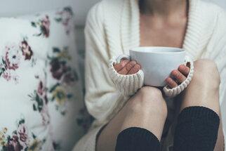 Premenstruační syndrom? Pomůžou bylinky, vitamín B a hořčík