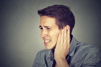 Trápí vás šum či pískání v uších? Na vině může být i blok krční páteře nebo srdce