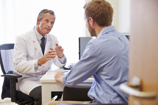 Zvětšená prostata: Jak se projevuje a jak souvisí s nádorovým bujením?