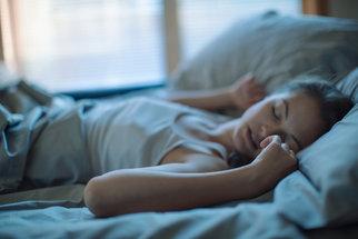 Ideální poloha při spaní: Nejlepší je na zádech, nejhorší v klubíčku