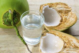 Zázrak jménem kokosová voda: Proč je dobré ji pít?