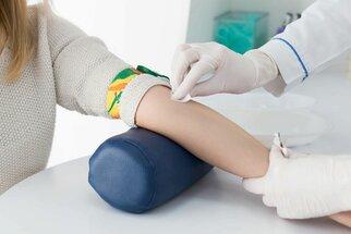 Rychlé testy krve a moči v ordinaci: Co se z nich dozvíte?