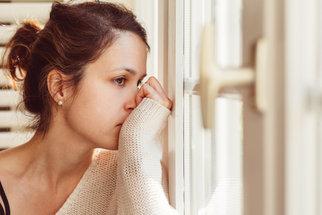 Psoriáza: Jak poznat počáteční příznaky lupénky?