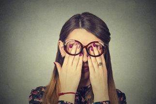Oční potíže, které nikdy nepřehlížejte! Mohou signalizovat vážnější onemocnění