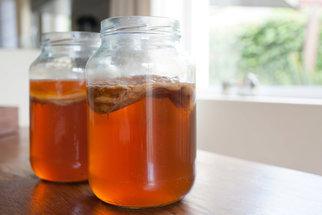 Kombucha není houba. Tento čajový nápoj pomáhá při depresích i potížích se střevy