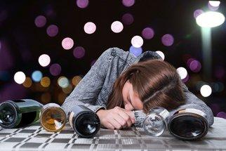 Mladí lidé pijí méně než jejich rodiče. Co je přesvědčilo?