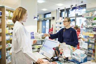 Špatné užívání a vzájemné působení léků ohrožuje tisíce Čechů