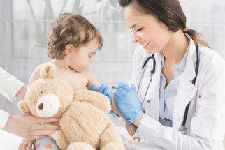 Preventivní prohlídky u dětí: Podrobný kalendář až do plnoletosti