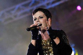 Za smrtí zpěvačky Cranberries stála možná maniodepresivní psychóza