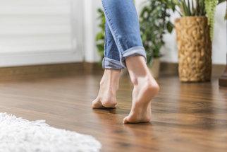 Vyzkoušíte barefoot? Proč je chůze naboso zdraví prospěšná
