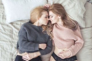 Pět nejlepších sexuálních poloh pro ženy, které spí se ženami