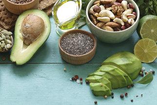 Avokádo, mandle i ovesné vločky. Potraviny, které snižují hladinu cholesterolu