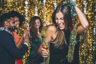 Kocovina: Proč je každému po večírku jinak a proč se s věkem zhoršuje?