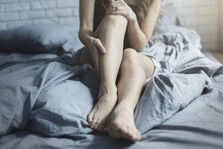 Oteklé a těžké nohy? Běžte k lékaři, i když nemáte křečáky