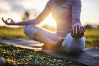 Jóga pro lepší spánek i proti stresu: Cviky, které zvládne každý, i když nemá moc času