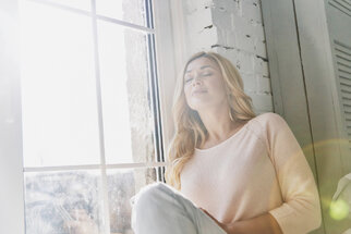 Úklid duše po vzoru Marie Kondo: Jak přestat myslet negativně a víc se smát
