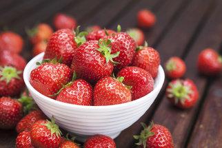 Sezóna jahod vrcholí: Těchto 7 nemocí s nimi snadno porazíte