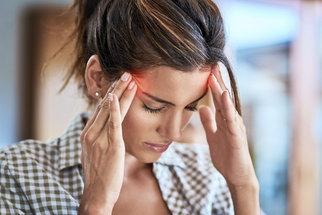 Nejlepší éterické oleje pro různé bolesti hlavy: Který na migrénu a který na stres?