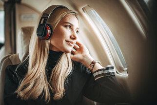 Jak na pohodlné cestování letadlem: Pijte vodu a zacvičte si
