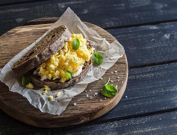 Míchaná vejce s chlebem
