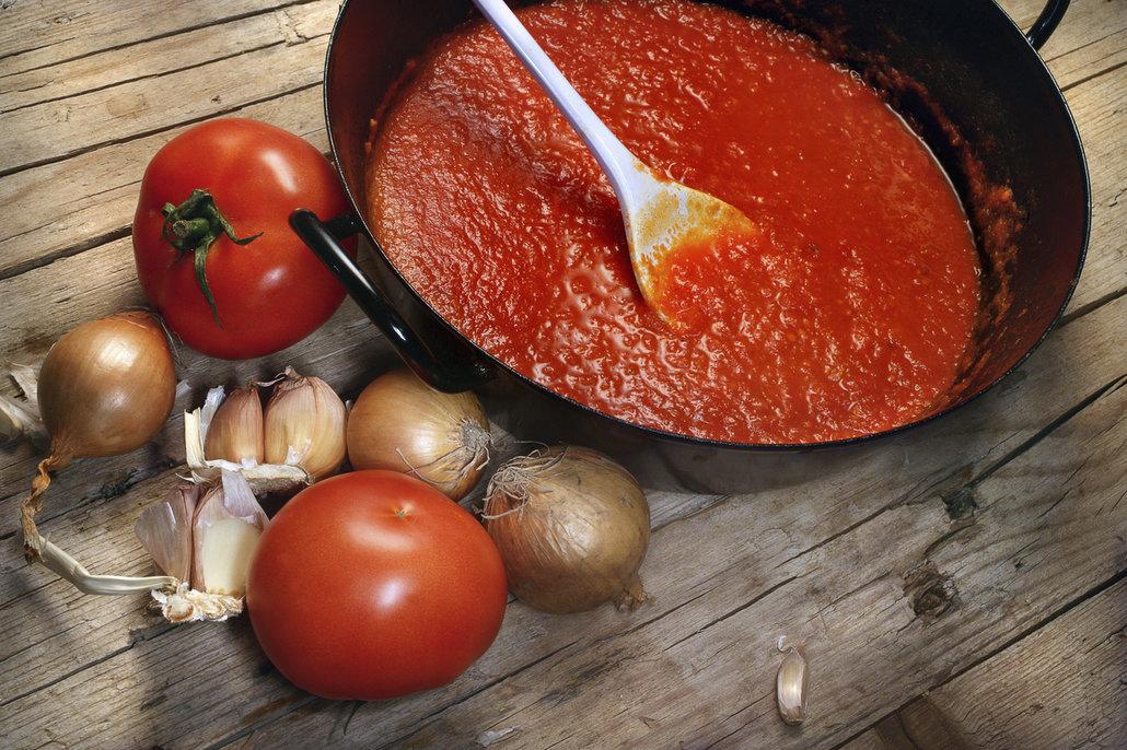 Jak zdravě osladit kečup? Jablky a cibulí!