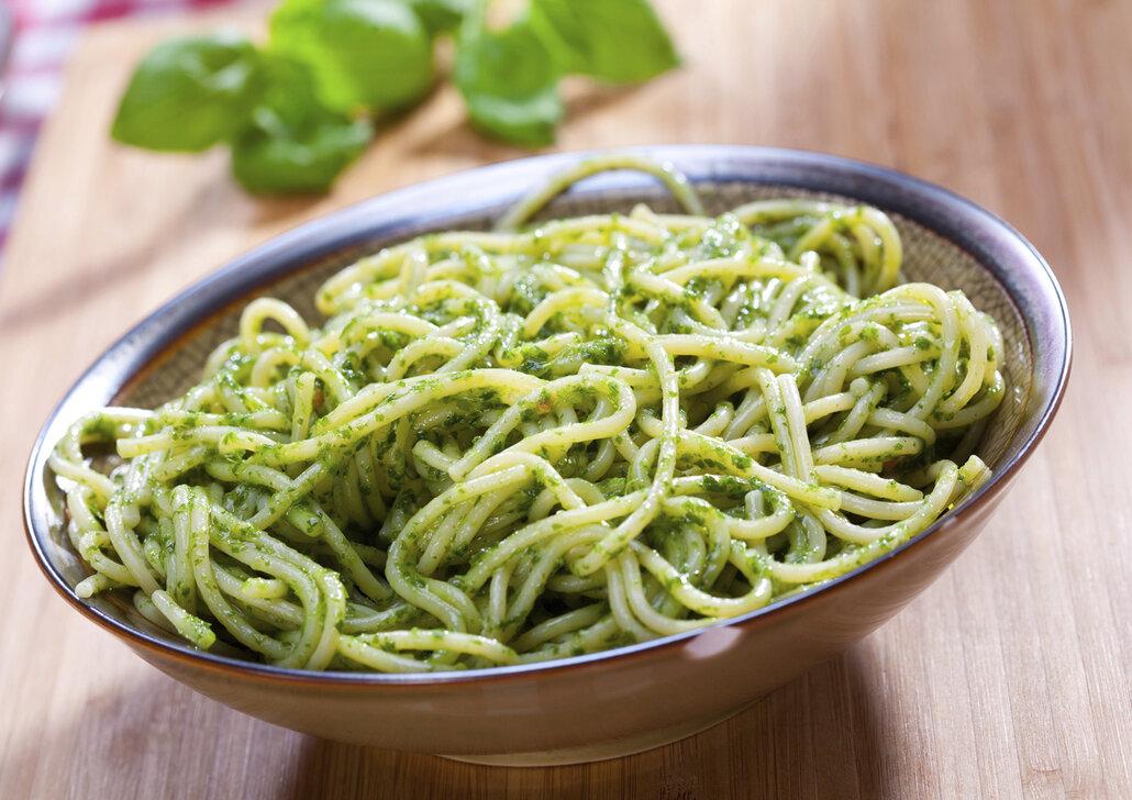Špagety s bazalkovým pestem