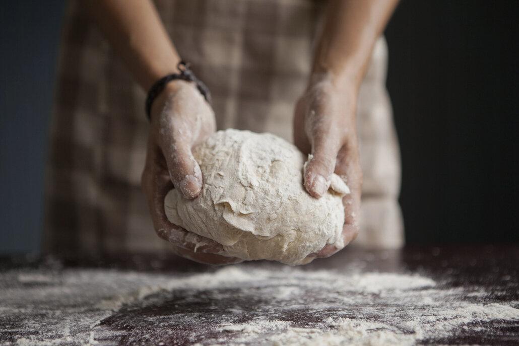 Zdrojem lepku jsou i veškeré moučné výrobky, tedy nejenom pečivo, ale i těstoviny či knedlíky