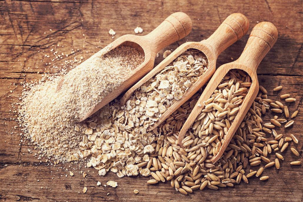 Jsou zakázané všechny obiloviny, které obsahují lepek, to znamená pšenice, špalda, kamut, oves a žito