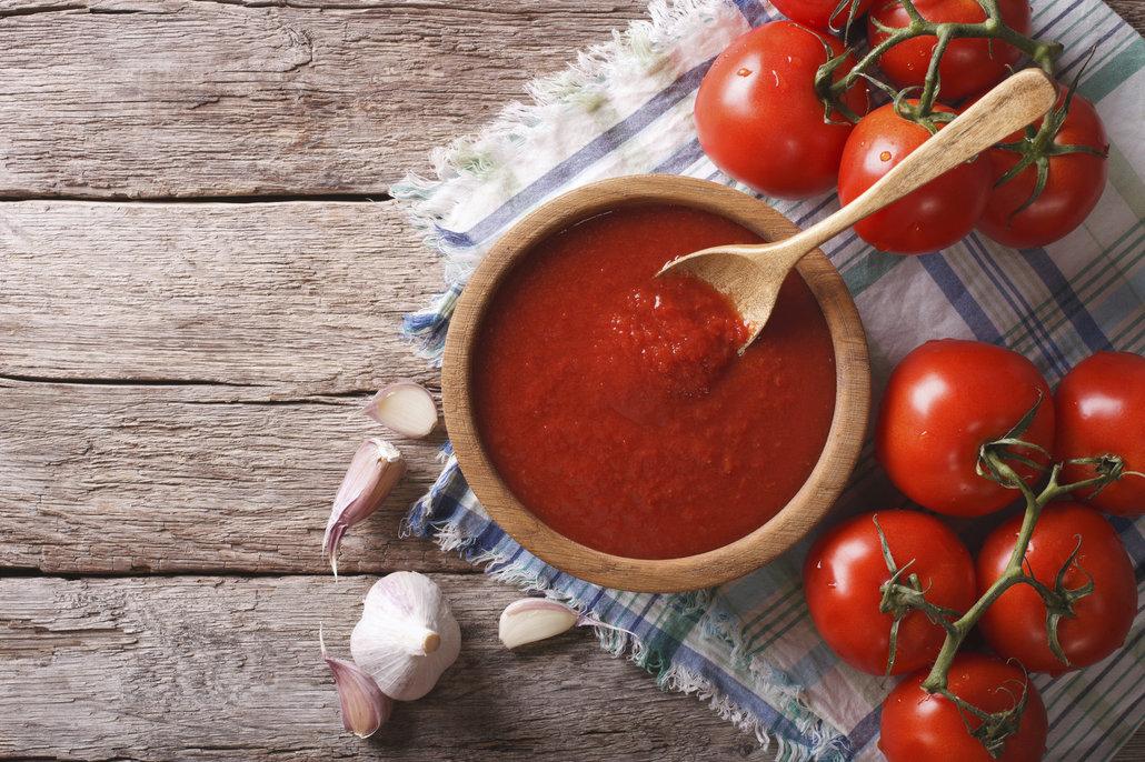 Domácí kečup bez konzervantů chutná zkrátka lépe. Zkuste přidat navíc třeba jablko, řapíkatý celer nebo papriku