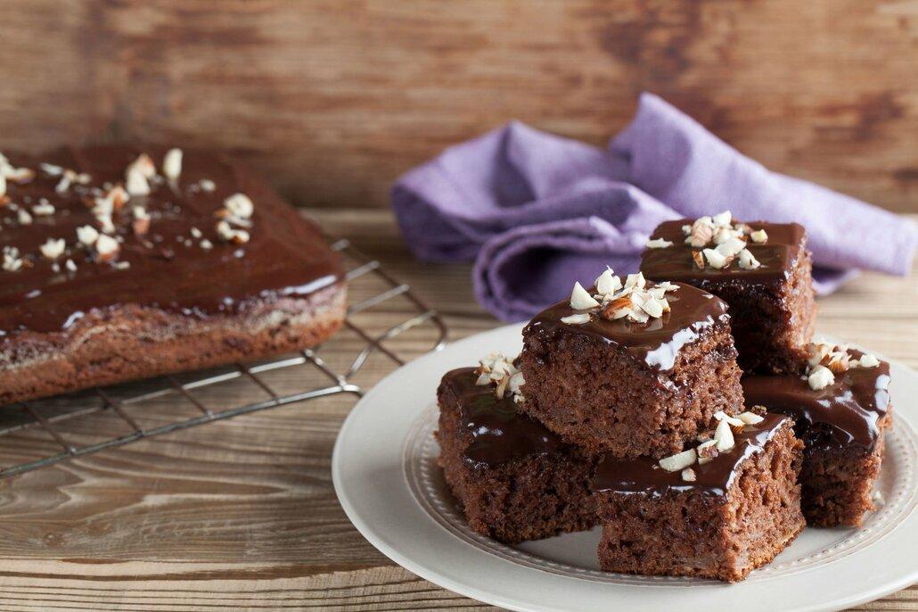 Čokoláda, kokos, marmeláda, mandle, šlehačka, citronová poleva nebo karamel… Perníkové buchtě sluší všechno