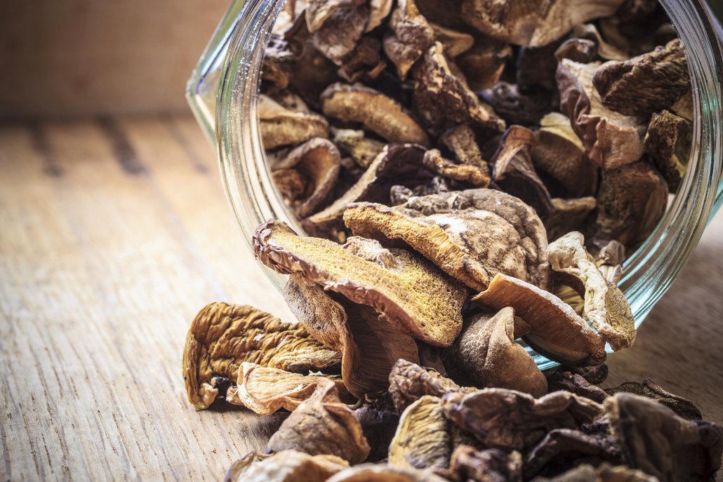 Tradičně se používala houba zvaná stroček trubkovitý, který je dnes nahrazován známějšími hříbky
