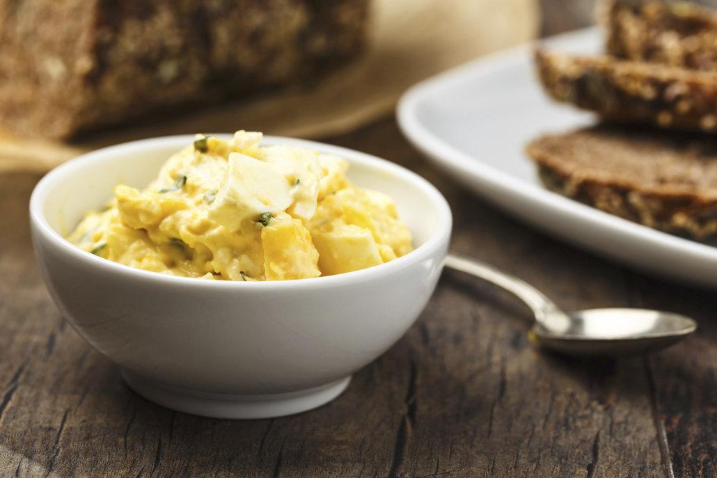 Vajíčková pomazánka je perfektní způsob, jak spotřebovat nesnězená vejce