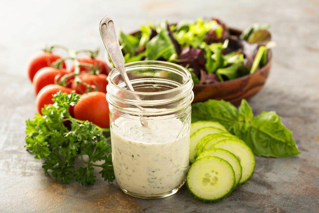 Mít v rukávu dokonalou salátovou zálivku se vám bude hodit celé jaro i léto