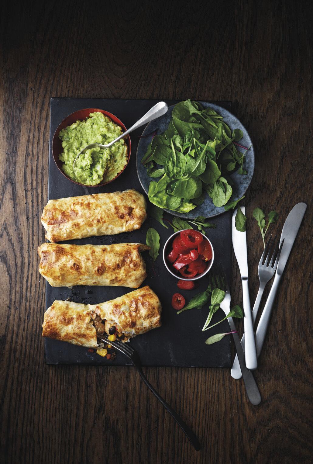 Chimichangas jsou plněné fritované tortilly.