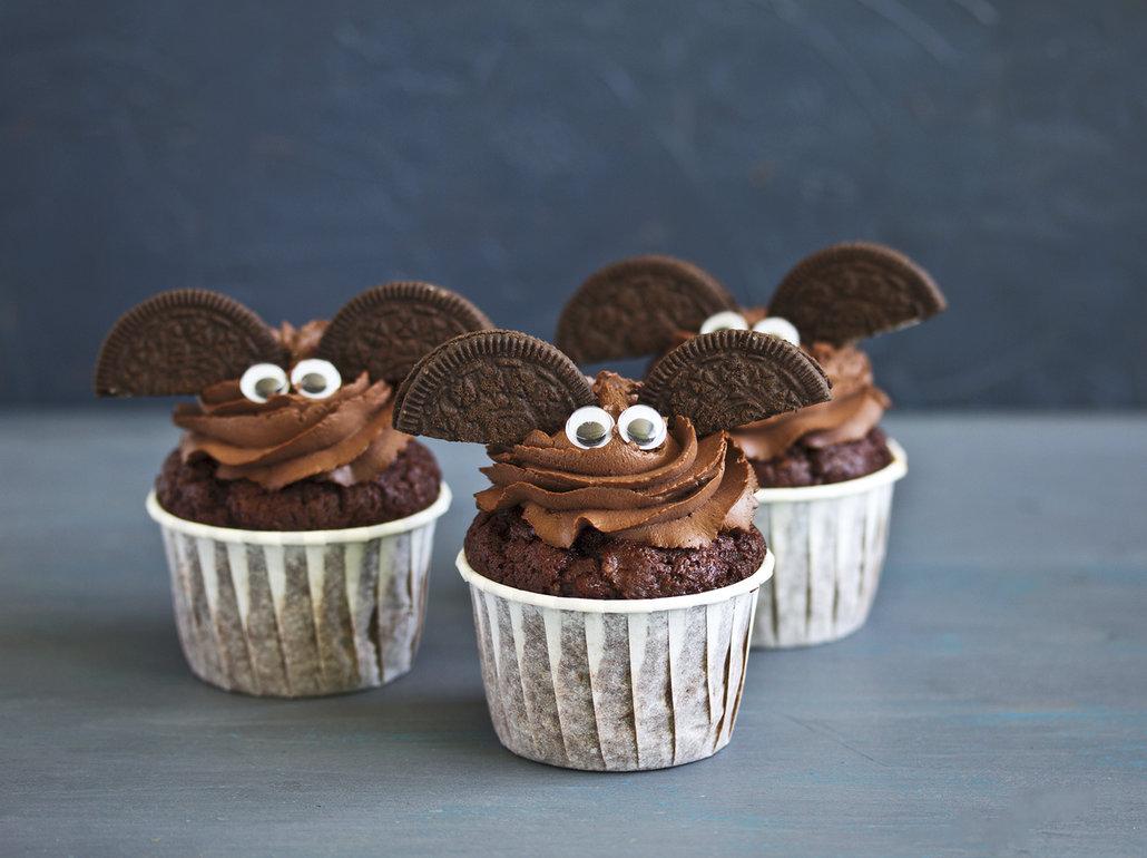Upečte cupcakes ala netopýr s Oreo sušenkami na party nebo jen tak pro návštěvu