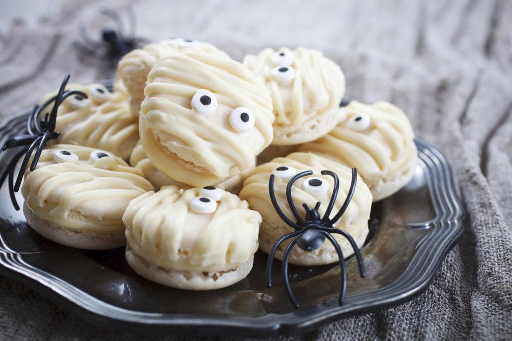 Nenechte se proto odradit a zkuste halloweenské makronky s ganache z bílé čokolády
