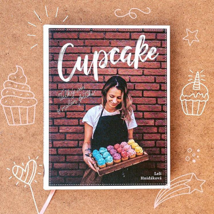 Knihu Cupcake – Velký sen o malém dortíku darujte k Vánocům nebo si o ni sami napište Ježískovi.  Koupíte ji za 690 Kč na webu www.leliscupcakes.com.