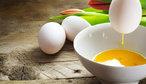 Jak vyfouknout vejce jednou dírkou? Naučte se skvělý trik!