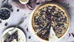 Ovocné koláče plné slunce: Jahodový s tvarohem, borůvkový s drobenkou i pudinkový s lesním ovocem