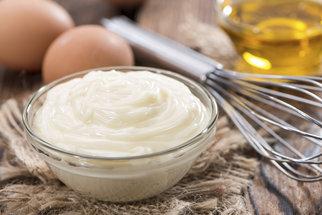 Jak udělat domácí majonézu? Recept na klasickou majonézu i majonézu z mléka
