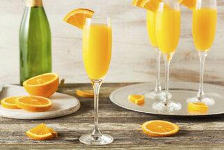 Chystáte oslavu? Tyhle koktejly z šampaňského na ní nesmí chybět!