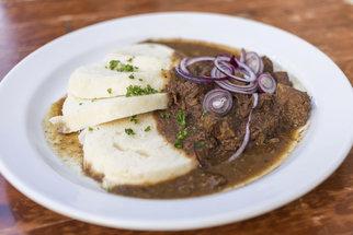Jak na poctivý domácí guláš? Roli hraje výběr masa i doba vaření!