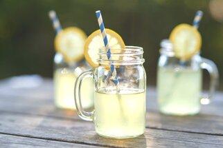 Domácí limonády, které musíte vyzkoušet: Zázvorová, okurková i broskvová s melounem
