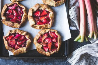 Rebarborový koláč, džem i crumble: Tyhle recepty vás dostanou