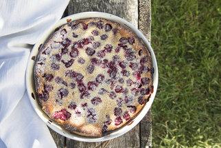 Bublanina s třešněmi i jahodami. Recepty, které využijete celé léto
