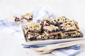 Borůvkový koláč je letní hit. Zkuste kynutý nebo s bílou čokoládou