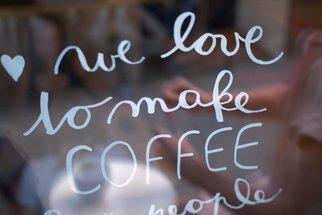 Kavárna v Praze, kde vládnou ženy. Nahlédněte do Café Jen