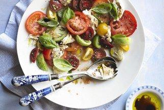Recepty z rajčat dodají létu šmrnc. Objevte pokrmy s vůní Středomoří